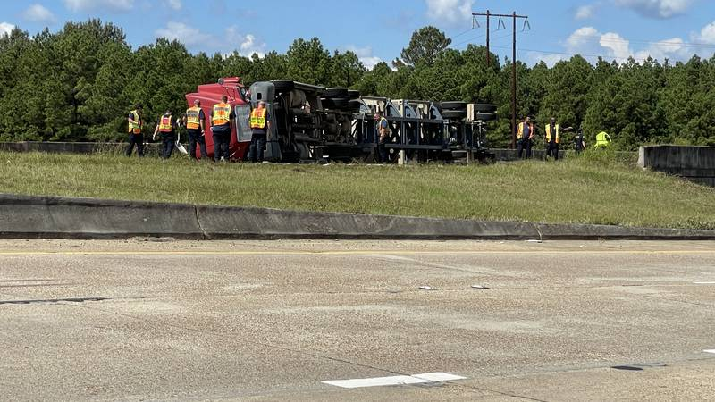 An 18-wheeler overturned on I-220 W at Jefferson Paige Road in Shreveport, La. on Tuesday, Oct....