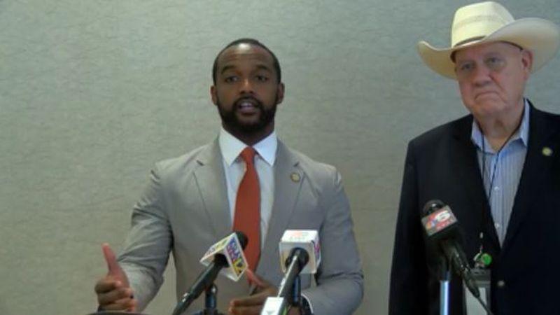 Mayor Adrian Perkins speaks on introducing bond proposal.