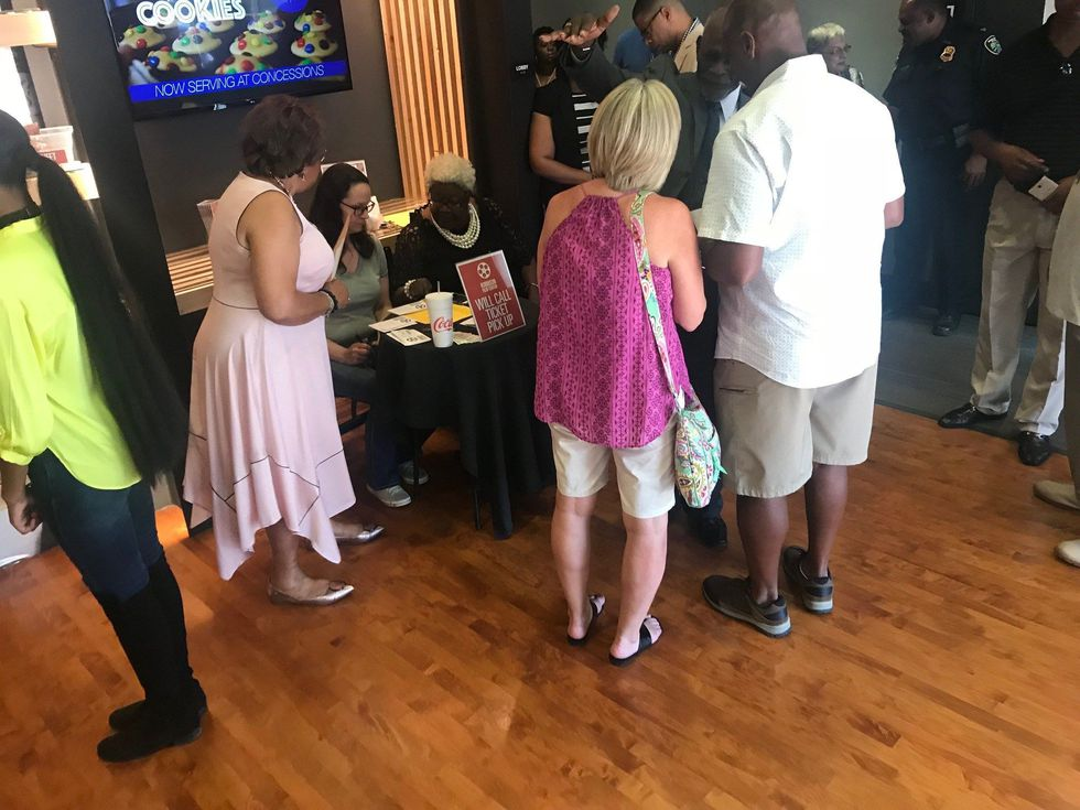 People getting tickets for Beyond Galilee (Source: Eric Pointer/ KSLA News 12)