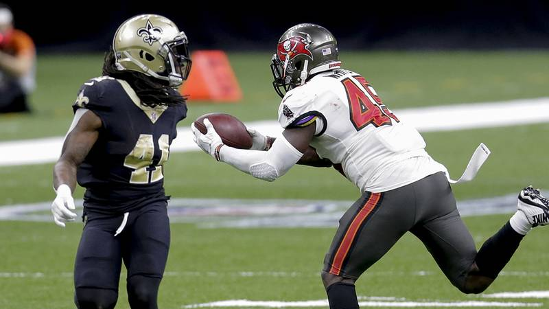 Tampa Bay Buccaneers inside linebacker Devin White (45), right, intercepts a pass in front of...