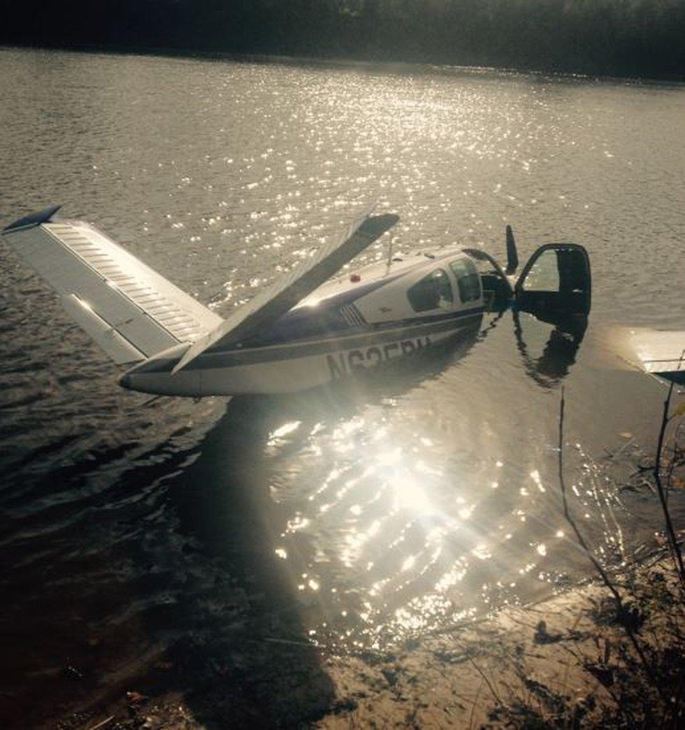 Pilot not injured in emergency landing into Red River (Source: Shreveport Police Department)