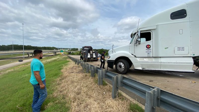 Overturned 18-wheeler: I-49 ramps to westbound LA 3132 closed