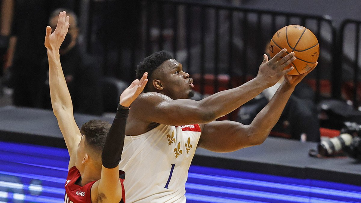 New Orleans Pelicans forward Zion Williamson (1) goest the basket past Miami Heat guard Tyler...