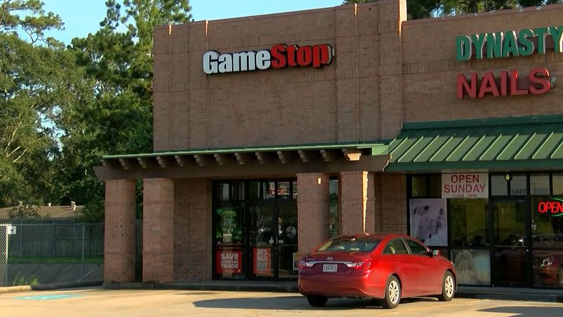 In an earnings call Wednesday, GameStop said it plans to close between 400 and 450 stores...