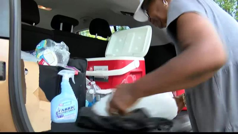 Volunteers help woman who's had no water since February's winter storms