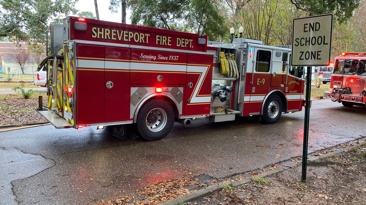SFD fights fire on Thora Boulevard.