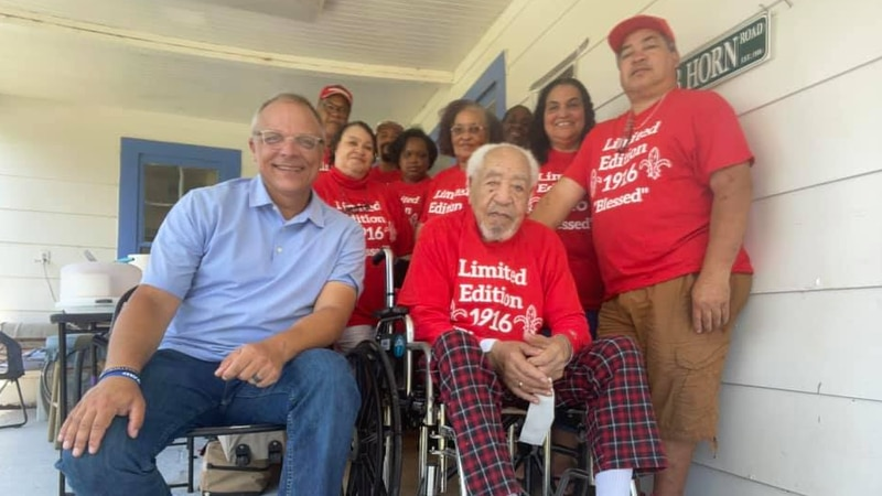 KSLA News 12's Doug Warner with 105-year-old Seab Horn and his family members.