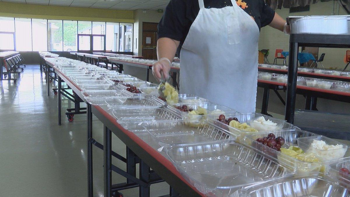Unsung Heroes: Cafeteria workers in SWLA volunteer to feed local kids