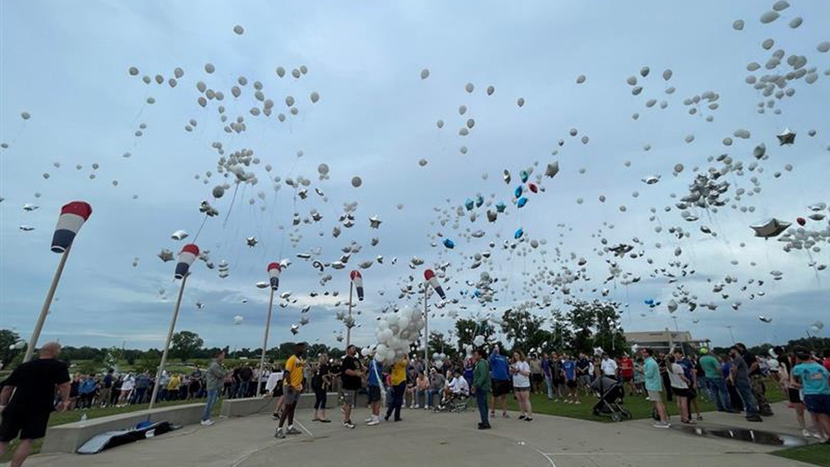 Friends & family release balloons to honor Lane Mangum.