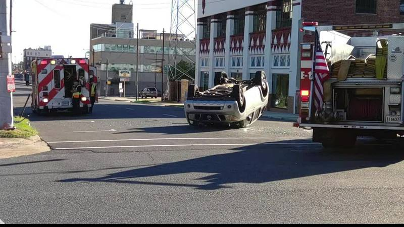 2 hurt in crash in downtown Shreveport in which vehicle flipped onto its roof